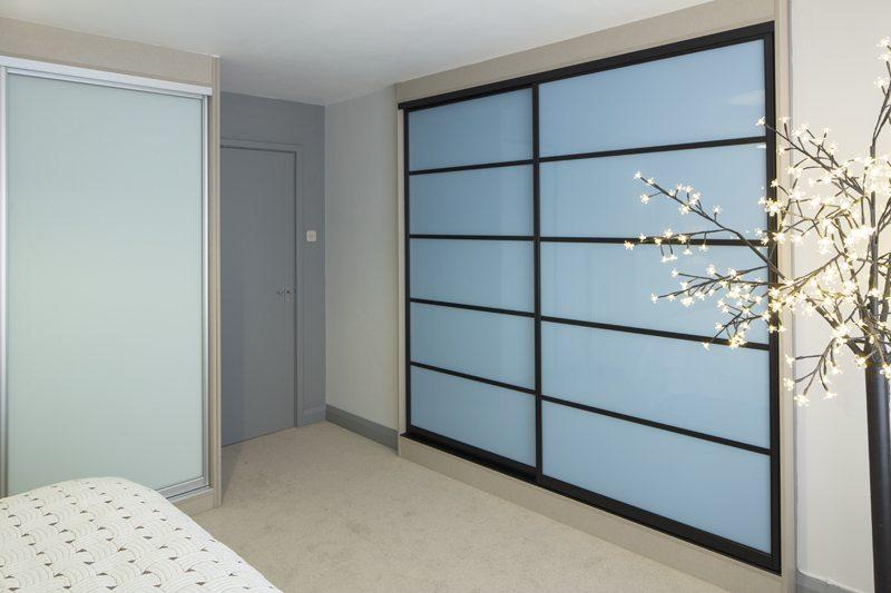 34 Black frame 5 panel sky blue low res