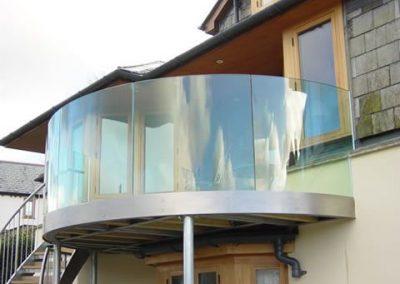 5eb7f401ba400f937823e949f65ccba9--glass-balustrade-balustrades