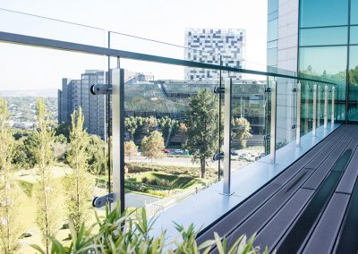 stainless-steel-post-and-glass-balustrade-balcony